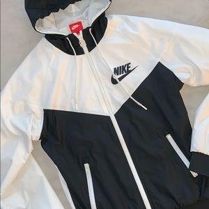 🆕*Nike* WindRunner Jacket!
